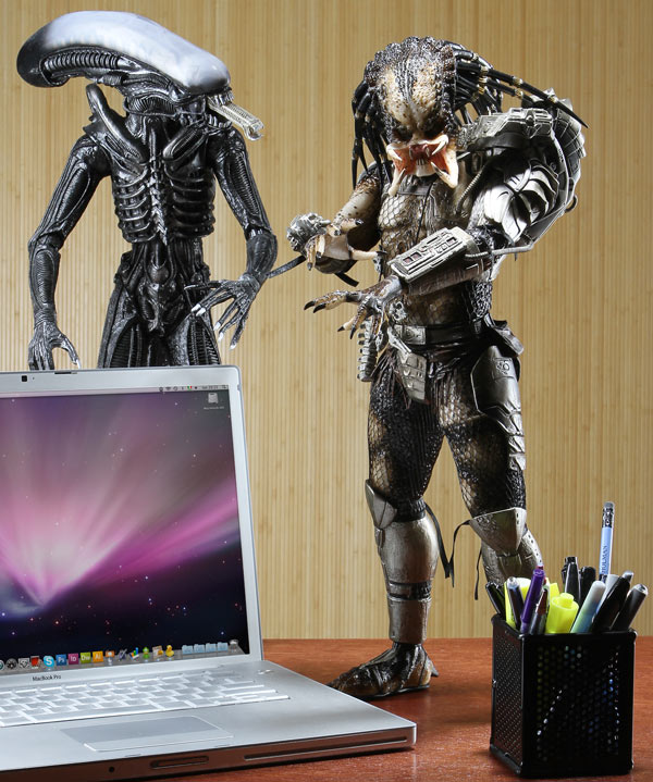 1/4 Scale Predator Figure