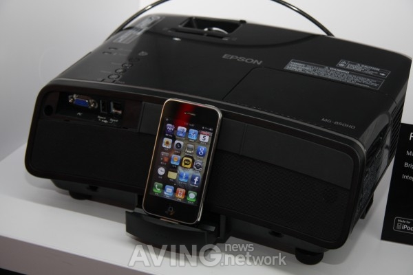EPSON-the First Projector with iPhone Docking Station
