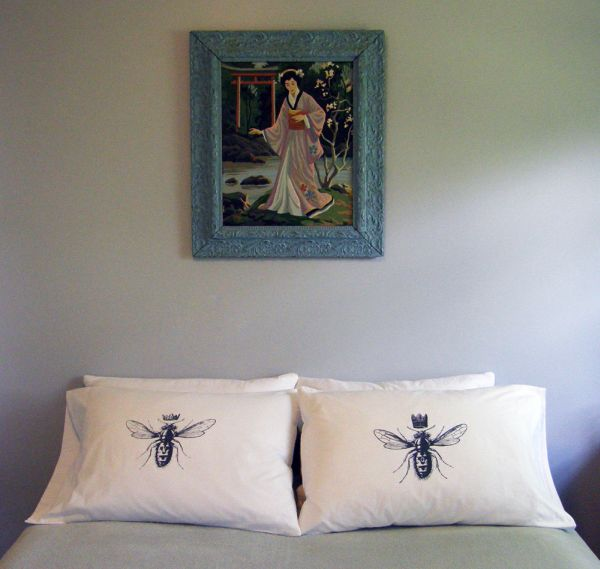 King and Queen Bee Standard Pillow Case Set