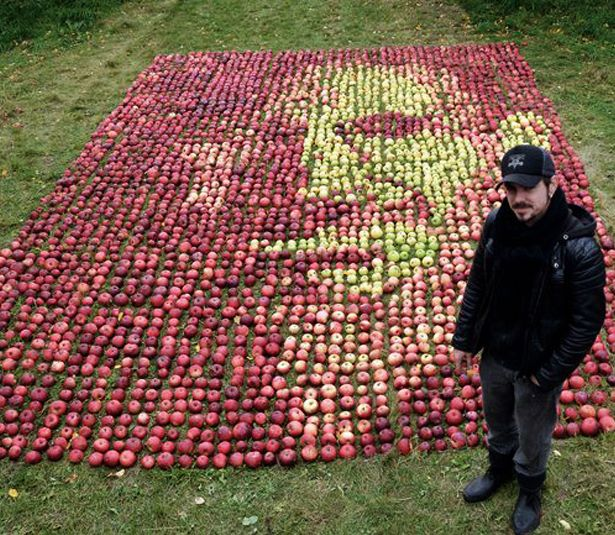 Steve Jobs Made With Over 3,500 Apples
