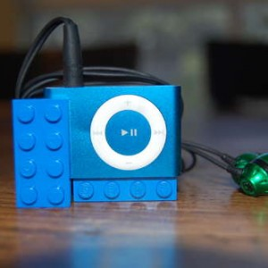 How to Make a Lego Headphone/ iPod Holder