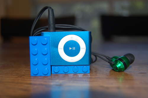How to Make a Lego Headphone/ iPod Holder