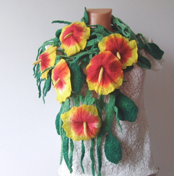 Felt scarf belt net Green leaves Red Yellow Flowers