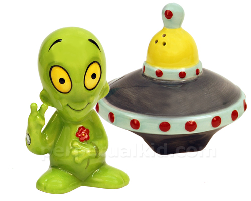 ALIEN SAUCER SALT & PEPPER SHAKERS