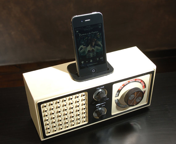 Ipod iphone charging station vintage radio