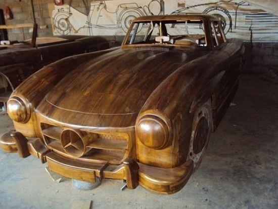Mercedes Benz 300SL made of wood