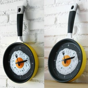 Fry Pan Egg Omelet Modern Design Wall Clock