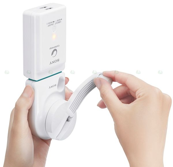 Sony handy wind-up USB charger