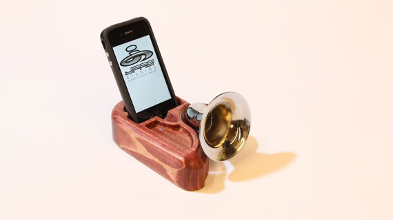 iPhone Amplifier Speaker Doc iGramophone