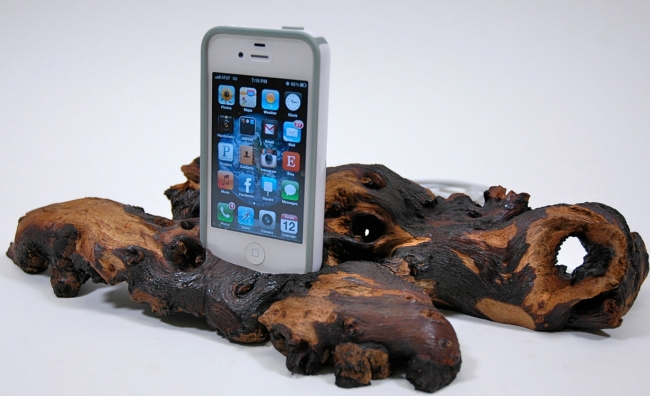 Rootwood iPhone or iPod Dock