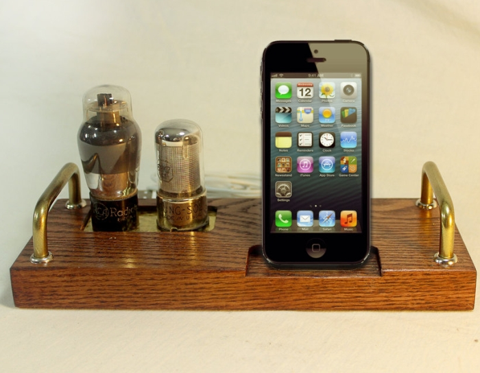iPhone 5 Dock – Charger and Sync Station
