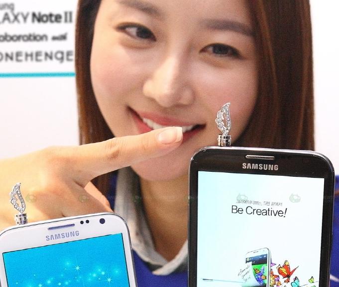 Samsung Galaxy Note II Met with Jewelry Brand Stonehenge