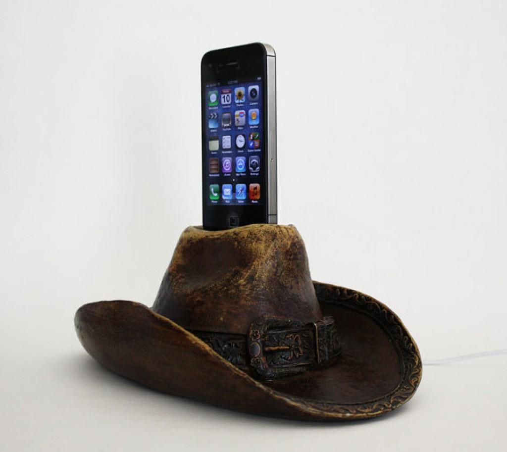 cowboy hat vintage looking apple iphone 4s charging dock. Black Bedroom Furniture Sets. Home Design Ideas