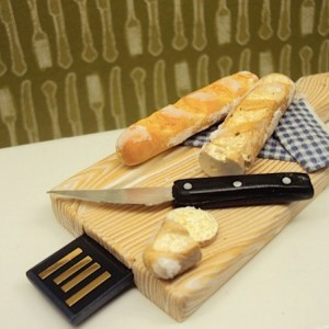 Miniature Bread Board with Baguette 4Gb USb drive