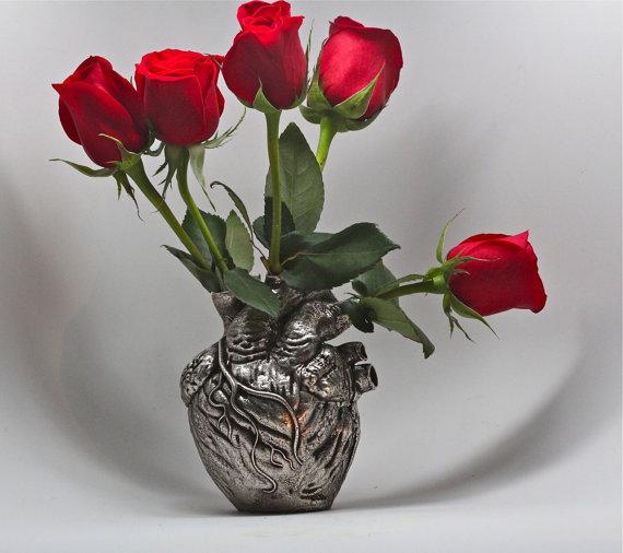 Anatomical heart vase