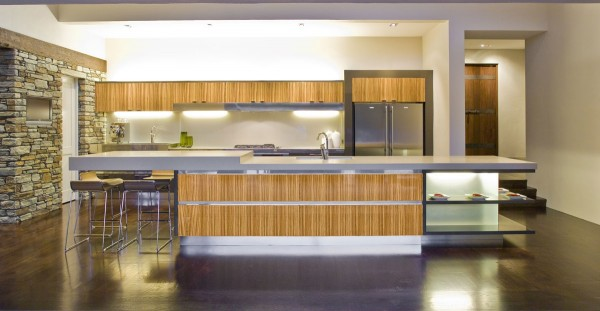 bamboo-accented-modern-kitchen-600x311