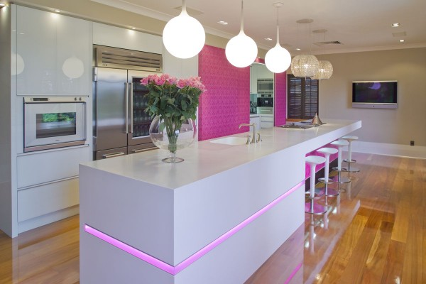 pink-kitchen-white-counter-600x400