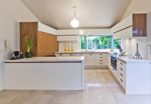 wood-and-white-modern-kitchen-600x411