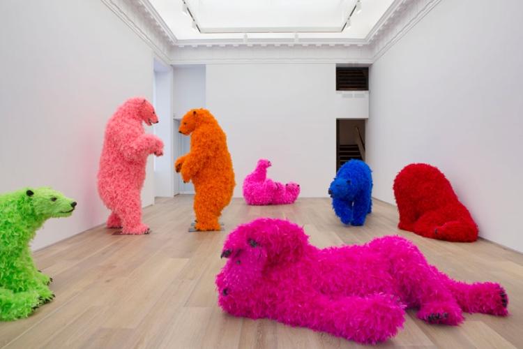 paola-pivi-dancing-bears-at-galerie-perrotin-designboom-01