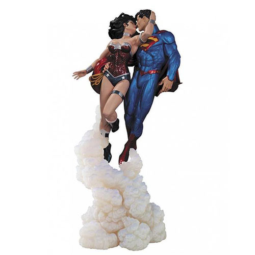 Superman and Wonder Woman The Kiss Jim Lee Statue