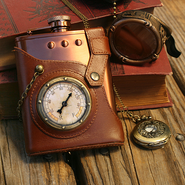 jules_everlasting_steampunk_flask_in_use
