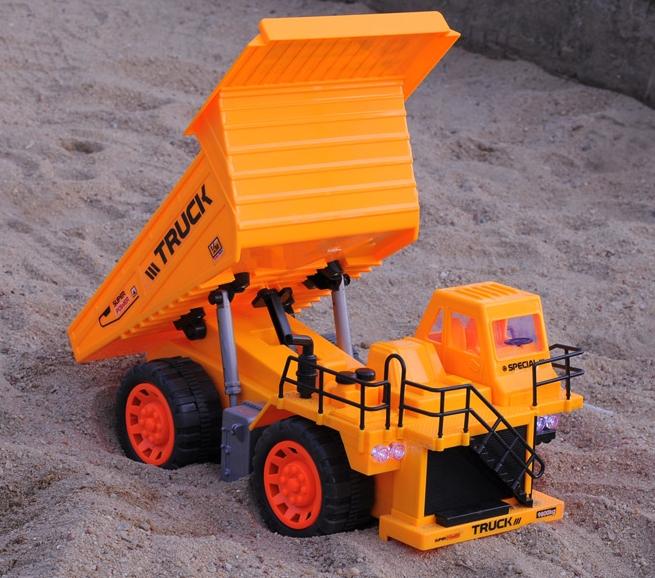 "RC Dump Truck ""Tipper"""
