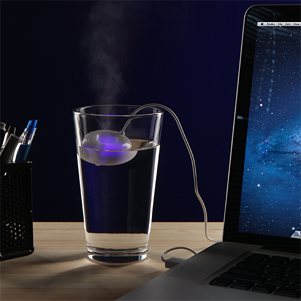 vaporb_usb_ultrasonic_humidifier_in_use