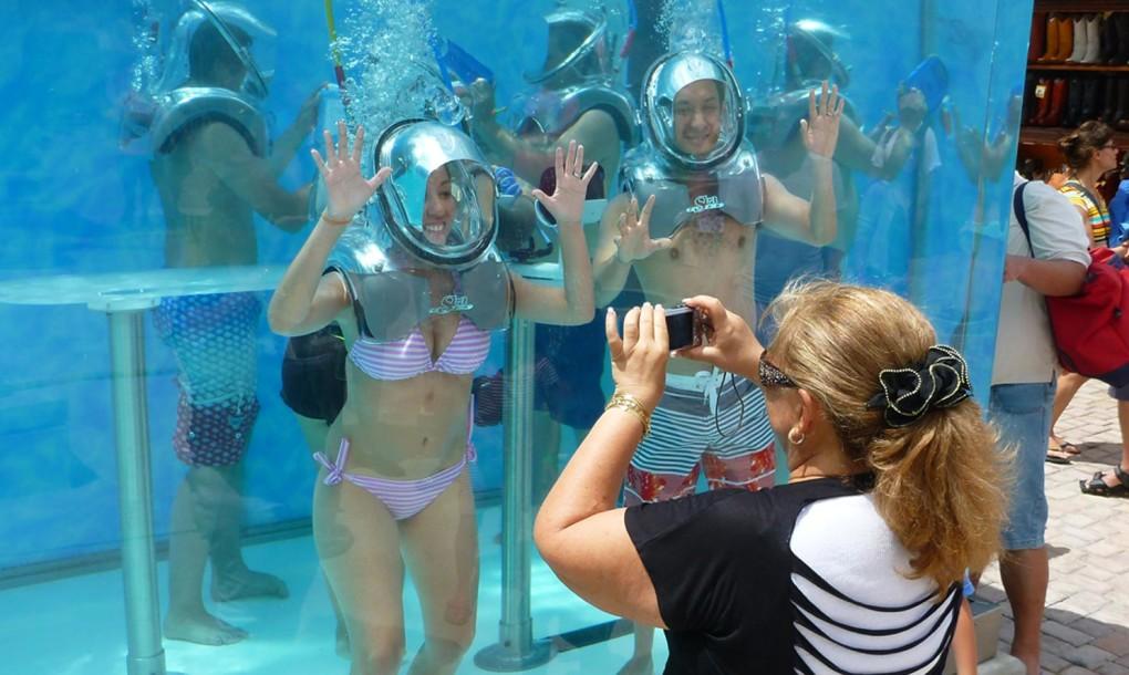 in Mexico's first underwater oxygen bar