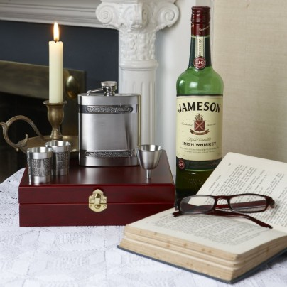 Hip Flask and Shot Glasses Gift Set