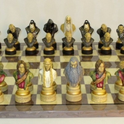 Lord of the Rings Grey Briar Brd Chess Set