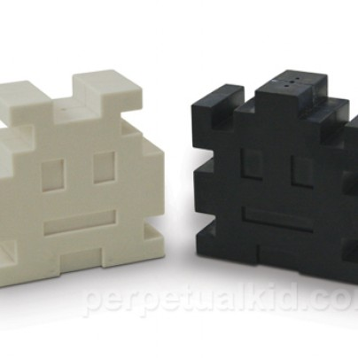 RETRO ARCADE SALT & PEPPER SHAKERS